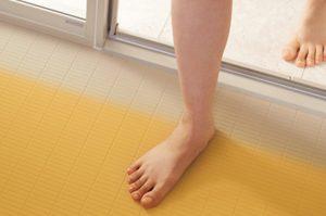 リフォムスバスルームは冬場でも浴室の床が暖かい!「スゴポカフロア」