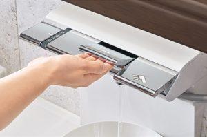 リフォムスは高齢者の方でも使いやすいお風呂です!「おきラク手すり」「ライトタッチ水栓」