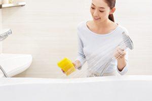 アライズの浴槽はツヤの有る人造大理石だからお手入れ簡単!「キレイ浴槽」